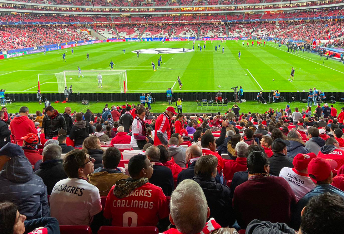 Pitch and full stands of match at SL Benfica