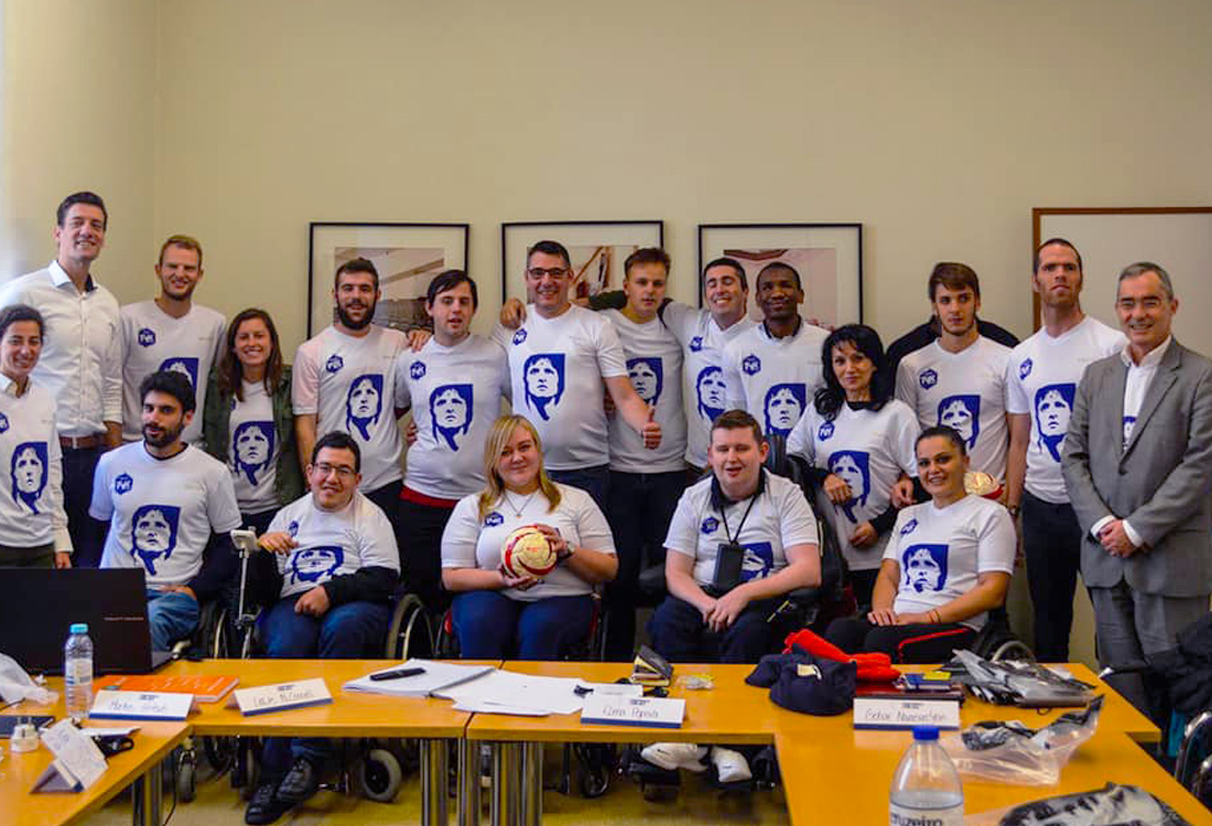 Football For All Leadership Programme class of 2018 with Johan Cruyff t-shirts gifted by the Johan Cruyff Foundation